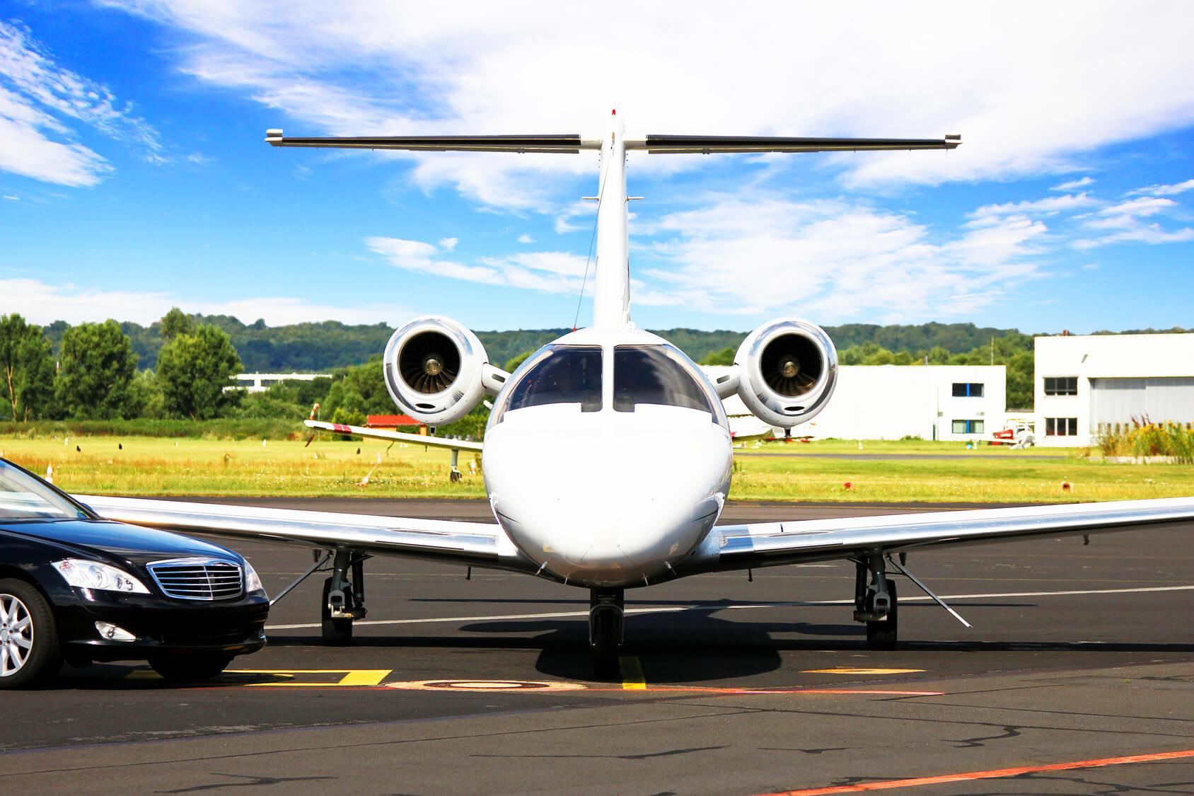 Location voiture avec chauffeur privé pour vos transfert aéroport / gare sur la Côte d'Azur et Paris